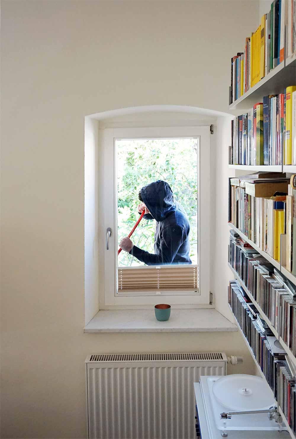 Einbruchschutz f r ihr zuhause wir zeigen wie daitem - Fenster putzen bei auszug ...